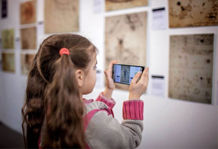 Using Augmented Reality for Distance Learning